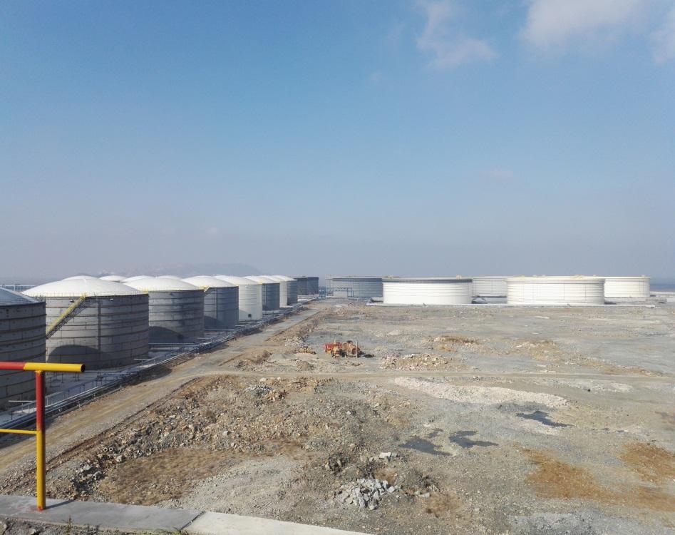 广厦(舟山)能源集团黄泽山石油中转储运项目陆域部分共分二个标段:Ⅰ标段、Ⅱ标段。其中Ⅰ标段6台10万立方储罐,二标段6台十万立方储罐。